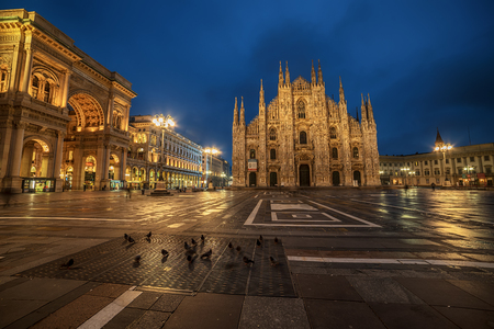 Milan, Italy: Piazza del Duomo, Cathedral Square in the sunrise 스톡 콘텐츠