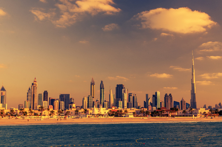 두바이, 아랍 에미리트 : 아름 다운 일몰에 시내 스톡 콘텐츠