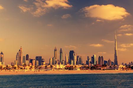 Dubaï, Émirats arabes unis: Centre-ville dans le magnifique coucher de soleil