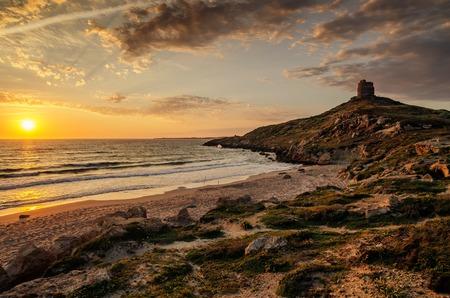 Sardaigne, Italie: San Giovanni di Sinis dans beau coucher de soleil