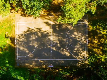 outdoor basketball court: Flat lay, aerial top view of outdoor basketball court in the forest Stock Photo