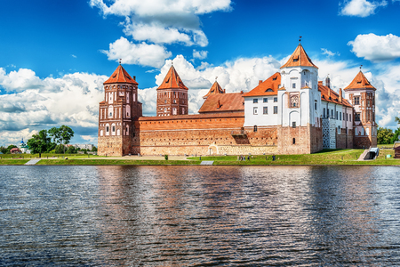 Belarus: famous Mir Castle in the summer 스톡 콘텐츠
