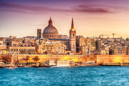 Valletta, Malta: skyline from Marsans Harbour at sunset. The cathedral 免版税图像 - 92656718