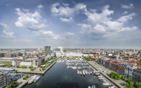 ANTWERPEN BELGIÃ‹ 12 mei 2016 Uitzicht op de haven en de stad van het Museum aan de Stroom MAS Redactioneel