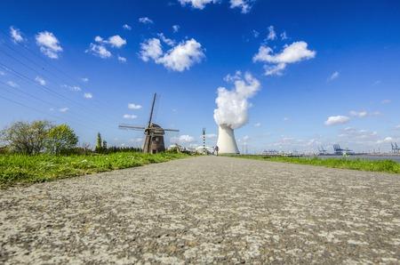 Gezien de kerncentrale in Doel, België.