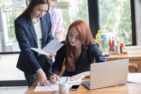Businessmen agree to partner in the trade,Accountant working at office,Manager present the work to customers,Boss training,Export conference report,Employees worried about export decline.