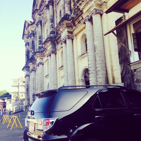 architecture: The amazing Taal Church architecture and car