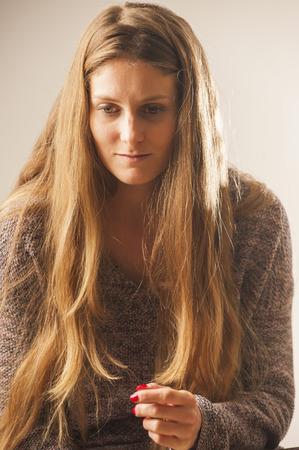 Portret van een jonge wooman met lang haar. Vintage-stijl. Stockfoto