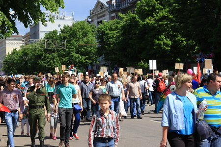 regiment: Voronezh, Russia, on May 9, 2016: residents in memorable procession An immortal regiment, on May 9, 2016
