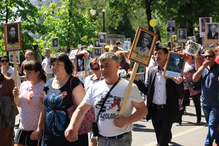 voronezh: Voronezh, Russia, on May 9, 2016: residents in memorable procession An immortal regiment, on May 9, 2016