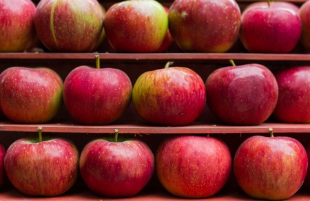 red apple healthy fresh fruit stall market Stock Photo