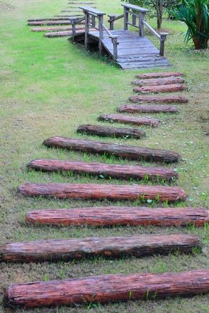 木製の橋を木製の方法