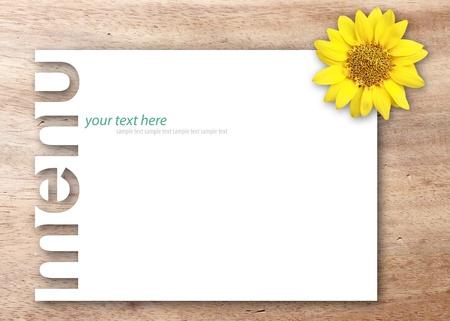 木製の背景に花と空白のページ メニュー 写真素材