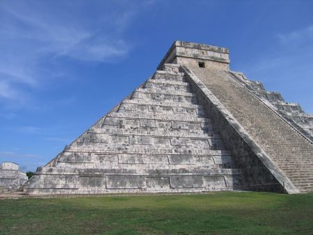 This is the famous pyramid in Chitzen Itza Stock Photo - 2556820