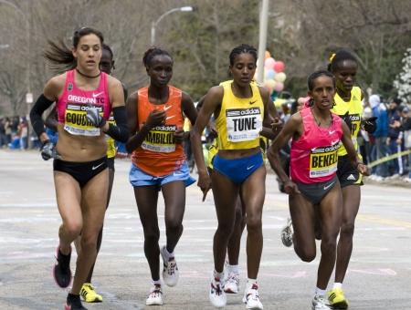 bunch up: Boston, Ma 04 20 2009  the Elite Women race as a bunch up Heartbreak Hill during the Boston Marathon