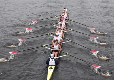 eights: BOSTON - 23 de octubre: Hombres carreras de Harvard Ochos en el Jefe de la Regata de Carlos en ganar con un tiempo de 14:17 el 23 de octubre de 2011 en Boston, MA. Editorial
