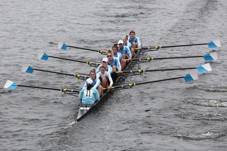 eights: BOSTON - 23 de octubre: la Universidad de Columbia Ocho mujeres carreras en la cabeza de la regata de Carlos. Williams College gan� con un tiempo de 14:17 el 23 de octubre de 2011 en Boston, MA. Editorial