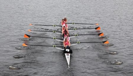 eights: BOSTON - 23 de octubre: Universidad de Princeton Ocho carreras en la cabeza de la regata de Carlos. Williams College gan� con un tiempo de 14:17 el 23 de octubre de 2011 en Boston, MA. Editorial