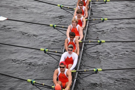 eights: BOSTON - 23 de octubre: Old Dominion Boat Club hombres j�venes Ochos carreras en el Jefe de la Regata de Carlos. Asociaci�n de Remo Mar�n gan� con un tiempo de 15:06 el 23 de octubre de 2011 en Boston, MA.