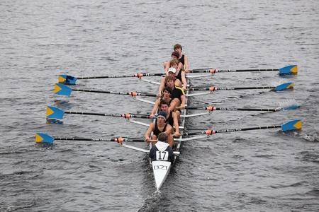 eights: BOSTON - 23 de octubre: Sur Cataratas del Club de Remo hombres j�venes Ochos carreras en el jefe del Regatta de Charles. Asociaci�n Marin Rowing gan� con un tiempo de 15:06 el 23 de octubre de 2011 en Boston, MA.