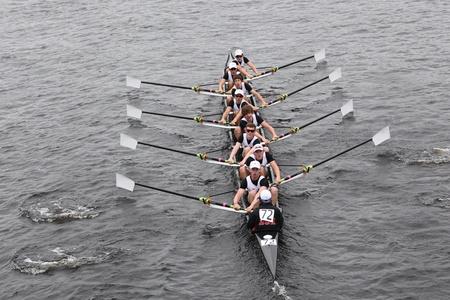 eights: BOSTON - 23 de octubre: Boston College High School j�venes Ochos mens carreras en el Jefe de la Regata de Carlos. Asociaci�n de Remo Mar�n gan� con un tiempo de 15:06 el 23 de octubre de 2011 en Boston, MA.