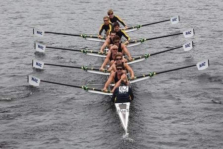 eights: BOSTON - 23 de octubre: Centro Acu�tico de Newport j�venes Ochos mens carreras en el Jefe de la Regata de Carlos. Asociaci�n de Remo Mar�n gan� con un tiempo de 15:06 el 23 de octubre de 2011 en Boston, MA. Editorial