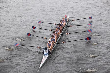 eights: BOSTON - 23 de octubre: Riverside Boat Club juveniles Ochos mens carreras en el jefe del Regatta de Charles. Asociaci�n Marin Rowing gan� con un tiempo de 15:06 el 23 de octubre de 2011 en Boston, MA. Editorial