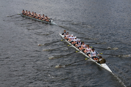 BOSTON - OCTOBER 19, 2014: Georgetown University (R) and New York Athletic Club(L) races in the Head of Charles Regatta Men\\\\ 報道画像