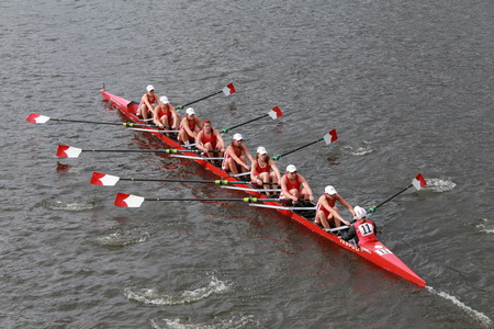 Cornell University races in the Head of Charles Regatta Women\ Редакционное