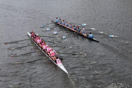 eights: Columbia (L) y Princeton (R) carreras en el Jefe del Campeonato de Charles Regatta de las mujeres Ochos