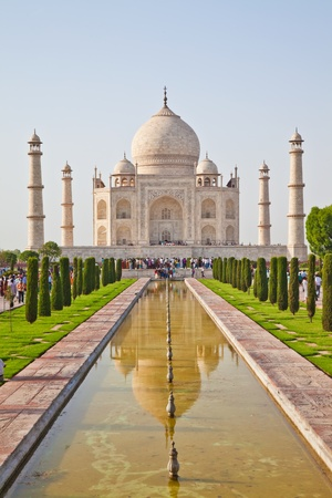dome of hindu temple: The Taj Mahal is a mausoleum located in Agra, India. It is one of the most recognisable structures in the world.