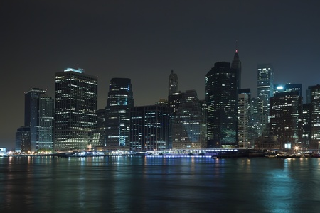 The New York City skyline at twilight Imagens