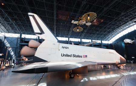 shuttle: Chantilly, Virginia - 10 oktober: Space Shuttle Enterprise in de National Air and Space Museum
