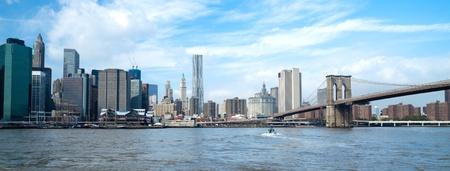 午後 w フリーダム タワーでニューヨーク市のスカイライン