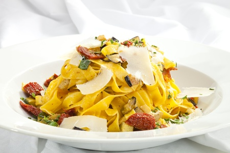 alfredo: Fettuccine with dried tomatoes, parmesan and eggplant