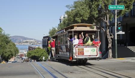 Permanent: SAN FRANCISCO - 3 november: De kabelwagentram, 3 november 2012 in San Francisco, USA. De San Francisco Cable Cars zijn wereld laatste permanent handbediende kabelbaan systeem. Lijnen werden opgericht tussen 1873 en 1890.