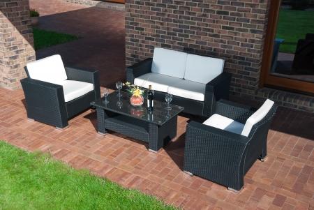 Jardin de luxe meubles en rotin dans le patio Banque d'images - 24478135