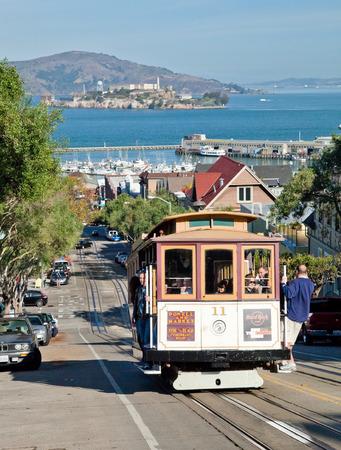Permanent: SAN FRANCISCO - 2 november: De kabelwagentram, 2 november 2012 in San Francisco, USA. De San Francisco Cable Cars zijn wereld laatste permanent handbediende kabelbaan systeem. Lijnen werden opgericht tussen 1873 en 1890.