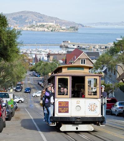 Permanent: SAN FRANCISCO - 2 november de kabelbaan tram, 2 november 2012 in San Francisco, Verenigde Staten San Francisco kabelbaan systeem is wereldwijd laatste permanent handbediende kabelbaan systeem Lines werden opgericht tussen 1873 en 1890