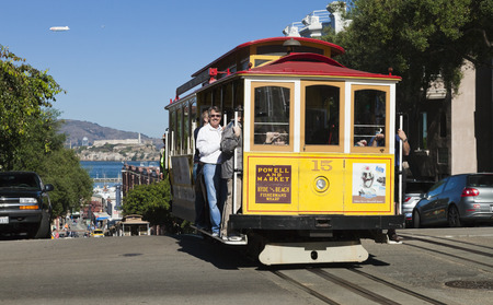 Permanent: SAN FRANCISCO - 3 november De kabelwagentram, 3 november 2012 in San Francisco, Verenigde Staten San Francisco kabelbaan systeem is wereldwijd laatste permanent handbediende kabelbaan systeem Lijnen werden opgericht tussen 1873 en 1890