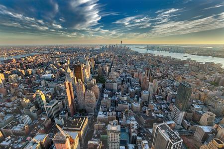 午後 w フリーダム タワーでニューヨーク市とニュージャージー州のスカイライン、ブルックリン橋 写真素材