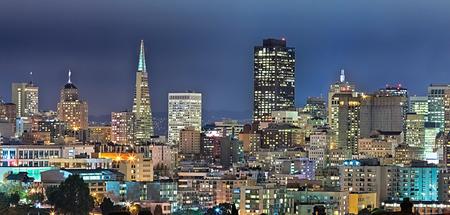 zona: San Francisco Downtown en el crep�sculo, California