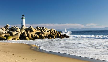 leuchtend: Leuchtturm Walton auf Santa Cruz Ufer, Kalifornien, USA