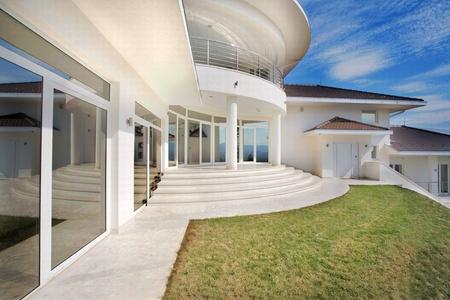 paredes exteriores: Casa moderna arquitectura de casa exterior, grandes y costosos.