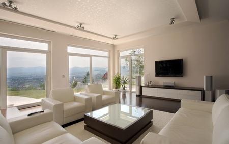 fenetres: Architecture de maison int�rieur, large et Cher maison moderne. Banque d'images