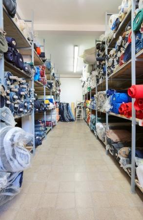 warehouse interior: Cucire magazzino interno di fabbrica, l'inventario di materiali vari. Archivio Fotografico
