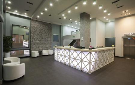 hotel reception: Innenansicht einer Hotelrezeption, modernen Stil. Lizenzfreie Bilder