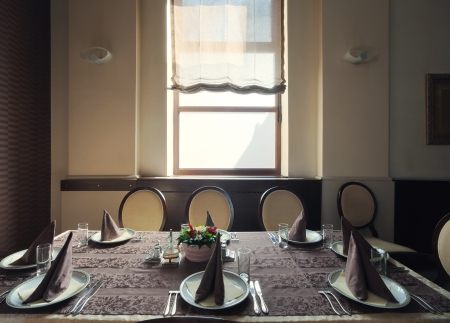 handkerchiefs: Served table in a hotel restaurant, near the window, during day time.  Stock Photo