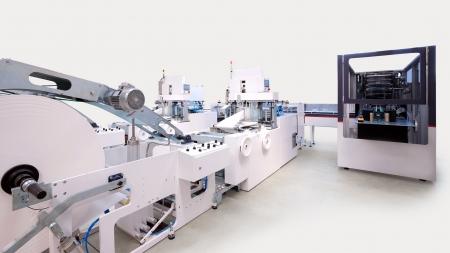 imprenta: Detalles de un embalaje y máquinas de impresión para pañuelos.