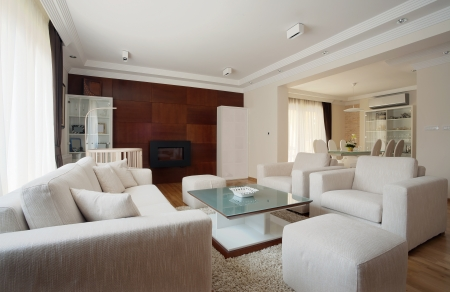 室內的白色現代客廳。 版權商用圖片
